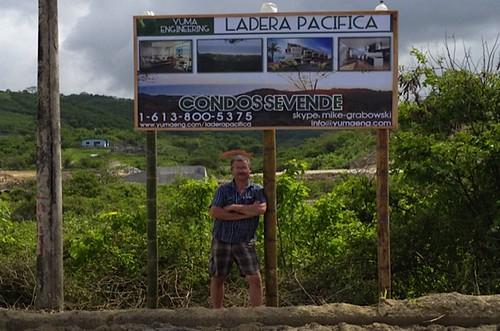 ecuador-beach-canoa