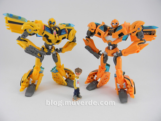 Transformers Bumblebee Deluxe - Prime First Edition - modo robot vs NYCC