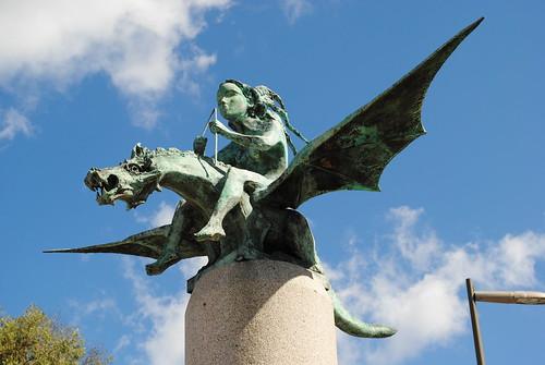 """""""A fada e o dragón"""" en Vigo, Xaime Quesada Porto, 2006"""