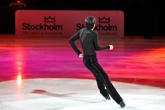 skating(1.0), ice dancing(1.0), winter sport(1.0), individual sports(1.0), sports(1.0), recreation(1.0), outdoor recreation(1.0), ice skating(1.0), figure skating(1.0),