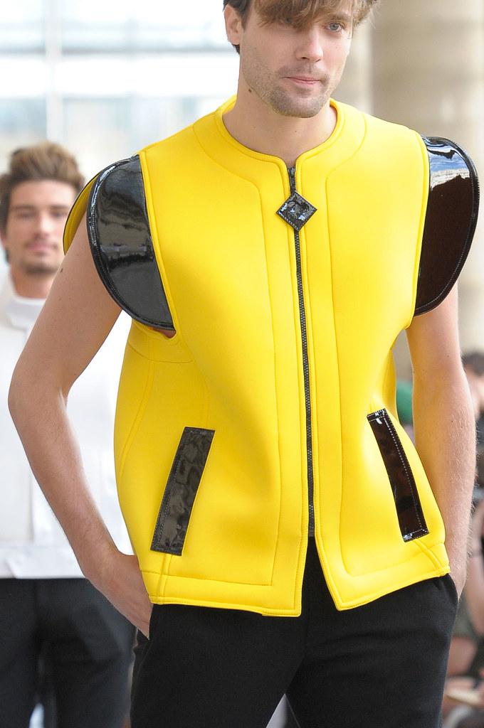 Nicolas Bemberg3069_SS13 Paris Pierre Cardin(fashionising.com)