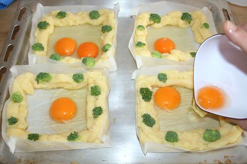 24 - Mit Ei befüllen / Add eggs
