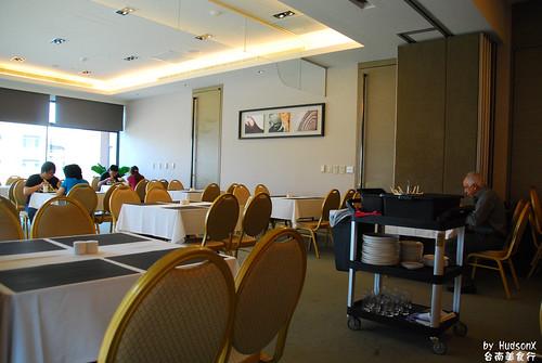 早餐廳看來像會議室改的