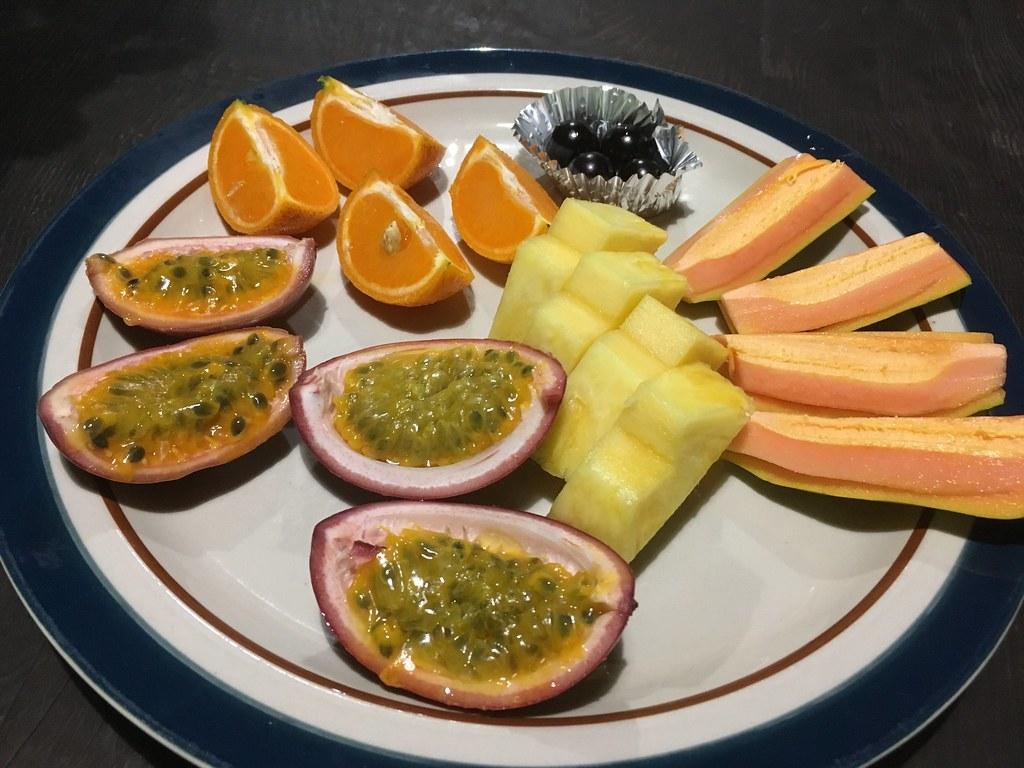 南国的フルーツの試食