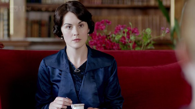 DowntonAbbeyS02E07_Mary_darkblue