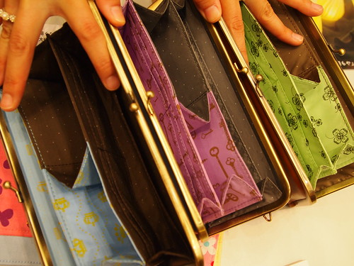 エッセイスト柳沢小実さんと作ったしあわせ運ぶひとつでふた役がまグチ財布の会