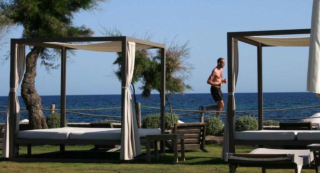 Balinese beds gecko beach club boutique hotel - Hotel gecko beach club formentera ...