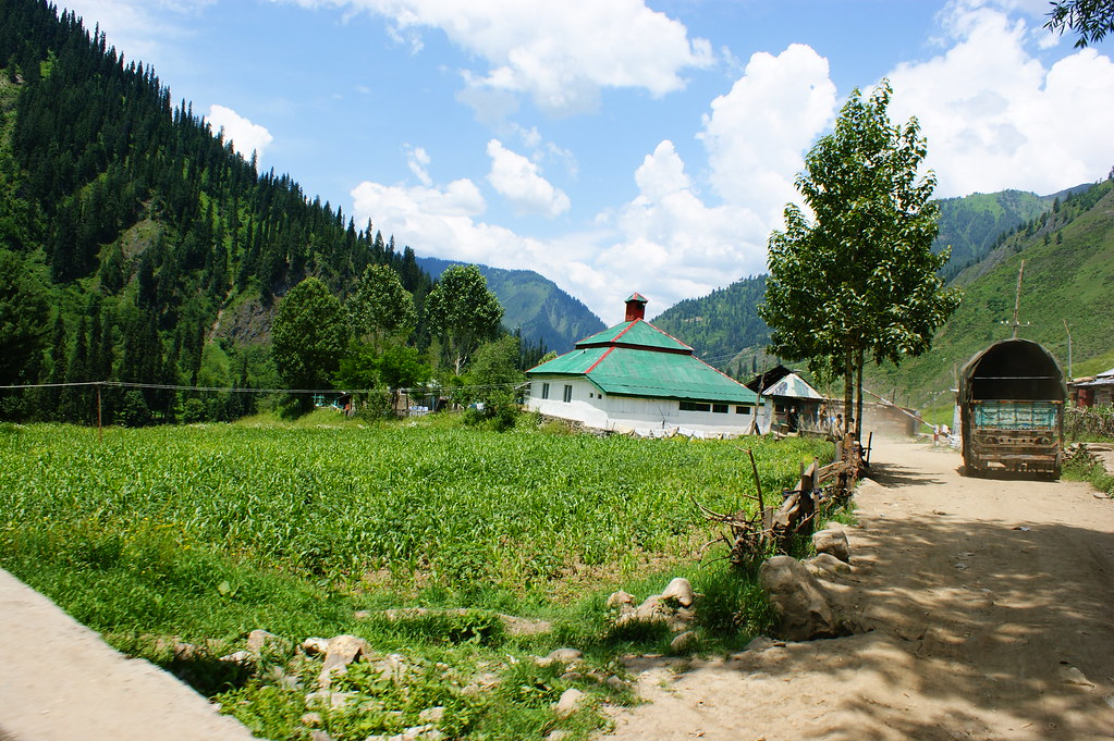 """MJC Summer 2012 Excursion to Neelum Valley with the great """"LIBRA"""" and Co - 7608638892 d89f1a4aca b"""