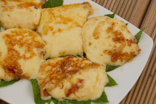 GEORGIAN FEAST: fried suluguni cheese / GRUUSIA PIDU: praetud suluguni juust