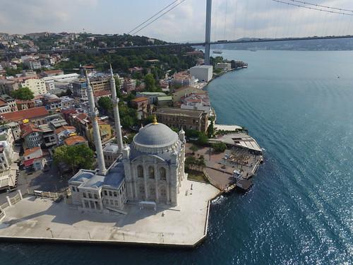 Ortaköy dzsámi a levegőből.
