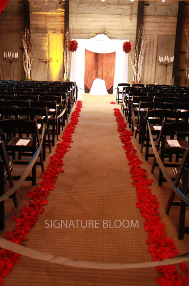 Looking for ideas to decorate your aisle For an elegant simple and