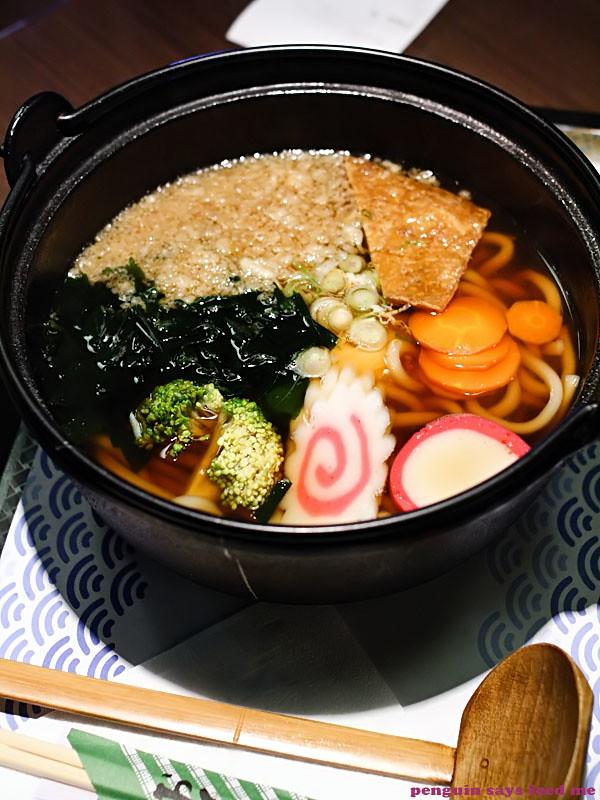 nabeyaki udon at tomo japanese cuisine udon noodle soup nabeyaki udon ...