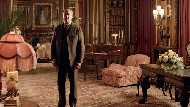 DowntonAbbeyS02E08_Robert_library