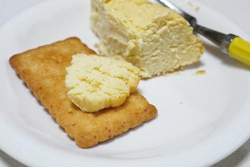 手作りベイクドチーズケーキをバターココナツの上に乗せると…ダイエットしてたなんて記憶が全部飛ぶうまさw