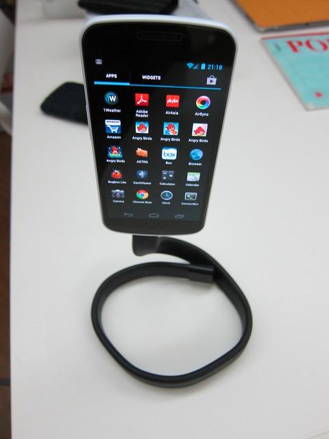 Infinite Loop Smartphone Stand - Galaxy Nexus (Front)