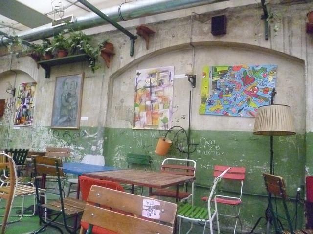 Szimpla Kert - Budapest Ruin Bars - 25travels