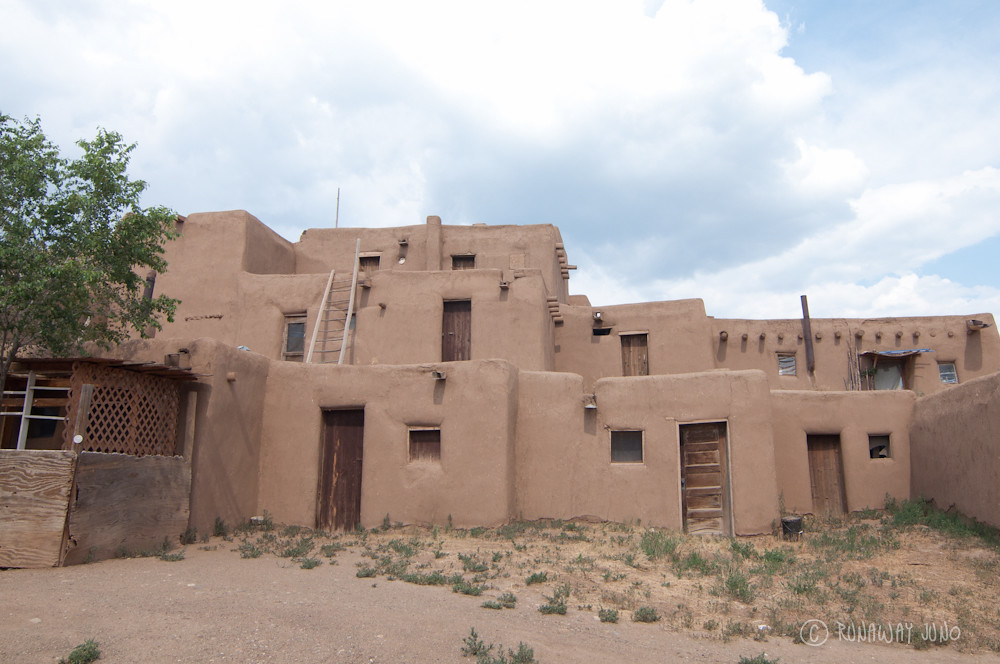 Taos pueblo and a thousand year old adobe architecture Building an adobe house