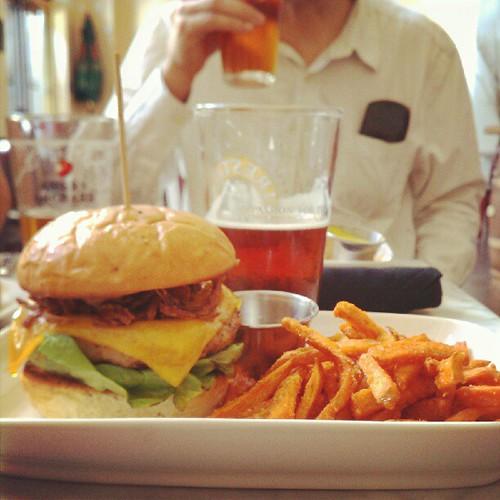 @labrewingco sweet potatoe fries w. maple syrup. #pixoflunch #whyamitellingyouthis