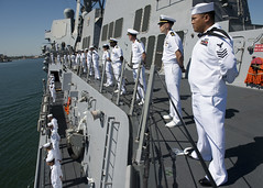 Sailors aboard USS Wayne E. Meyer (DDG 108) man the rails as the ship arrives in Los Angeles, Aug. 14 for Navy Days L.A. (U.S. Navy photo by Mass Communication Specialist 2nd Class Benjamin Crossley/Released)