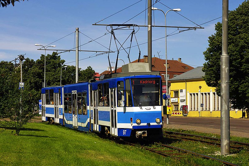 Tallinn (TTTK) Tatra KT6NF-type car 97 with low middle section at Pöhja Puiestee on the No. 1 Kadriorg service, 9 Aug 2012