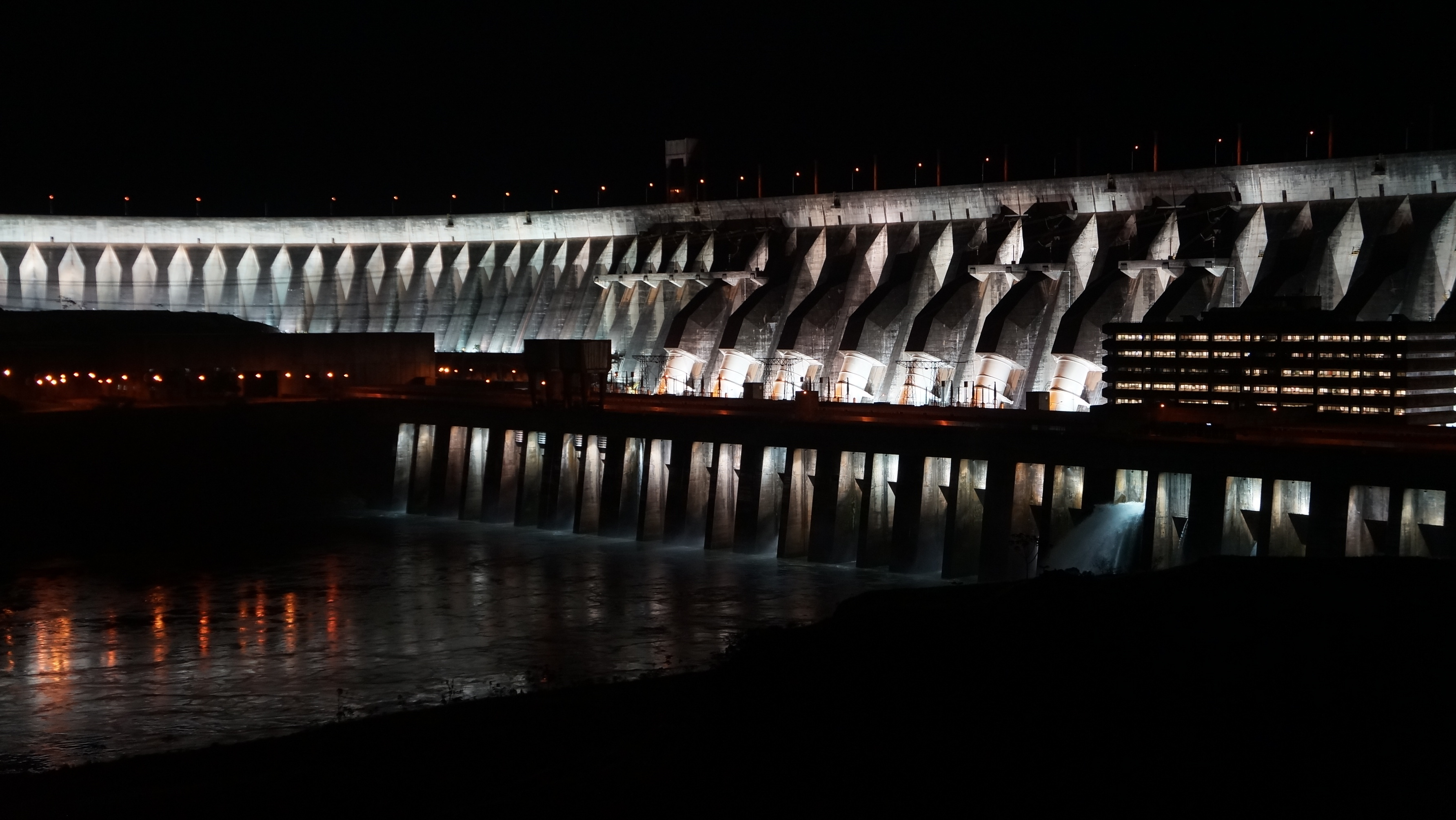 Time to celebrate a great view of the prominent Itaipu