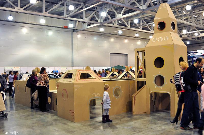 Cardboard spaceport_016