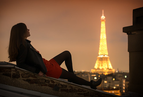 red moon paris tower rooftop girl beautiful night lune rouge photography 50mm photo nikon scenery long exposure photographer photographie tour dress view photos bokeh robe top f14 eiffel photograph nikkor raphael nuit chill d800 vertige perfecto photographe clemence photographies flar melloul billot