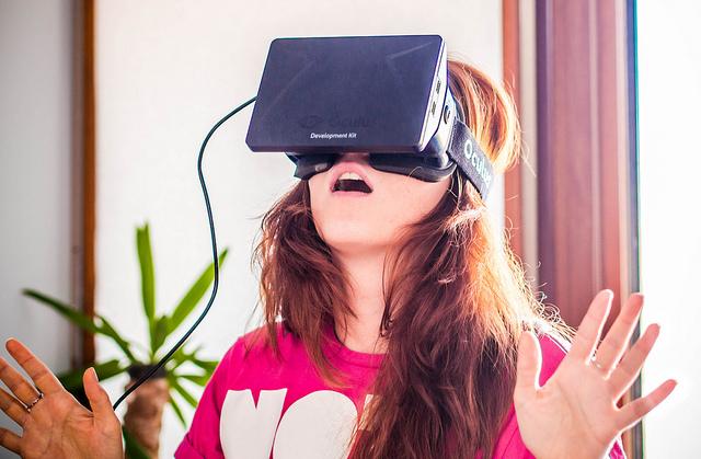 在家也能體驗超震撼的虛擬環境!Facebook、Sony砸重金不手軟