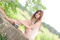 [フリー画像素材] 人物, 女性 - アジア, 台湾人, 人物 - 草原, カメラ ID:201204120800