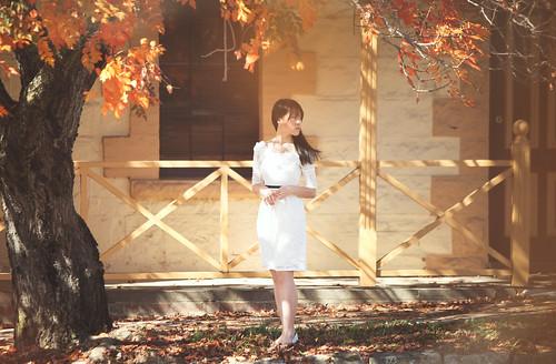 [フリー画像素材] 人物, 女性 - アジア, ワンピース・ドレス, 人物 - 樹木, ベトナム人 ID:201205021400