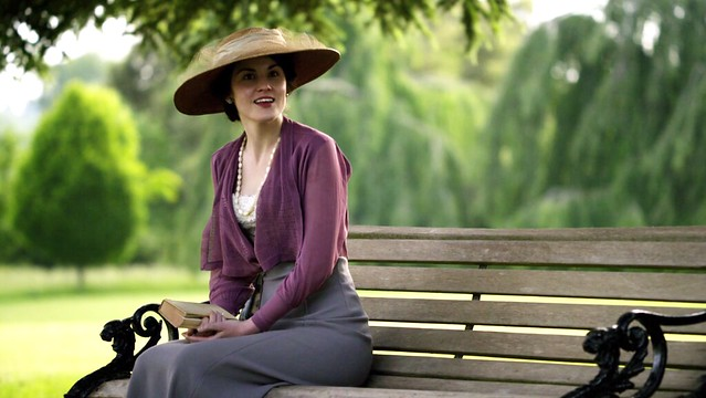 DowntonAbbeyS01E06_MaryLavenderGray_bench