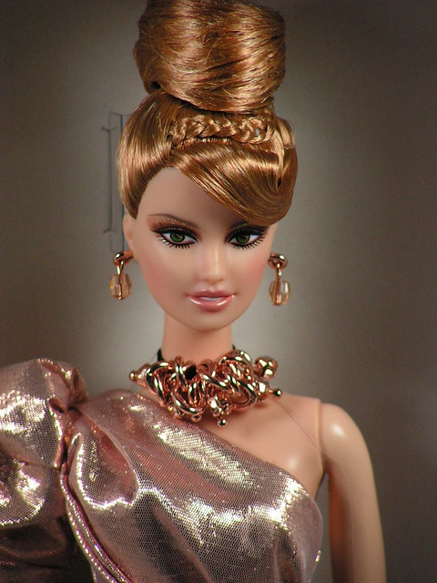 2011 Rush of Rose Gold Platinum Label Barbie Fan Club Exclusive Doll (4)