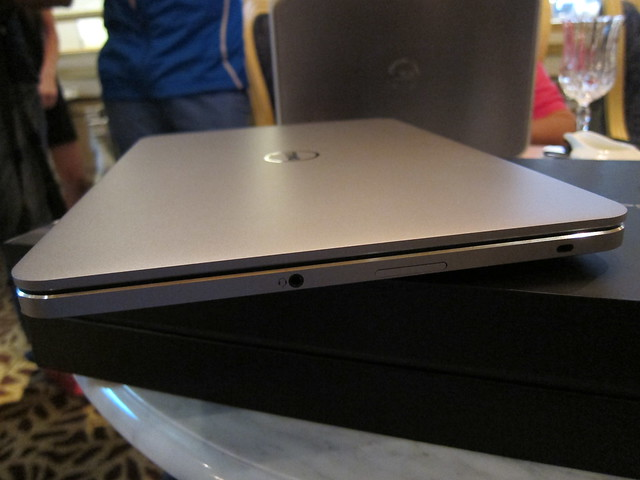 Dell XPS 14 Ultrabook - Right View (Headset Jack, Card Reader, Mini Kensington Lock