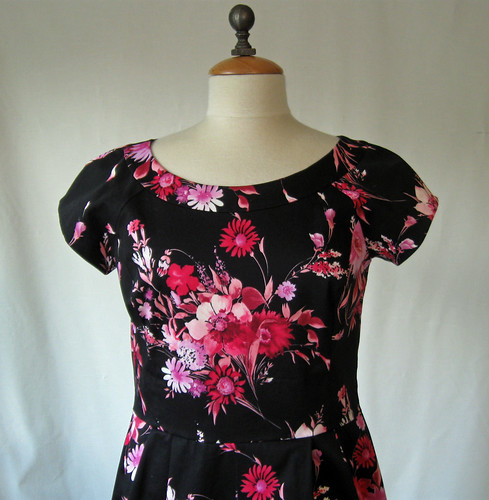 S2588 floral front neckline