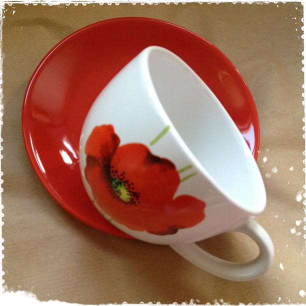 #poppy #cup #saucer #present