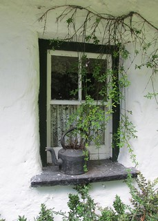 Window on century old house in Ireland - Fenêtre d'une maison centenaire en Irelande