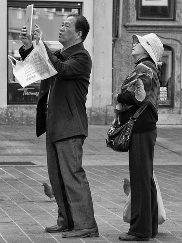 street people urban blackandwhite bw monochrome austria tirol blackwhite österreich exploring streetphotography documentary streetlife menschen fujifilm tyrol innsbruck bwphotography blackandwhitephotography touristen streetphotographer monochromephotography streetpics streetfoto peoplephotography schwarzweis streetpic xt1 blackandwhitestreetphotography bwstreetphotography streetfotografie streetphotographybw peopleandlife strasenfotografie mariatheresienstrase monochromeworld strasenfoto streettogs streetpicsmonochrome streethunters hqspurbanstreetphotos hqspmonochrome hqspurbanandstreetphotography btpstreetpro