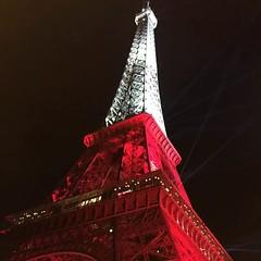 Wieża Eiffla biało-czerwona po meczu Polska Szwajcaria i niech tak zostanie do finału #euro2016 #pol #kupujinfo