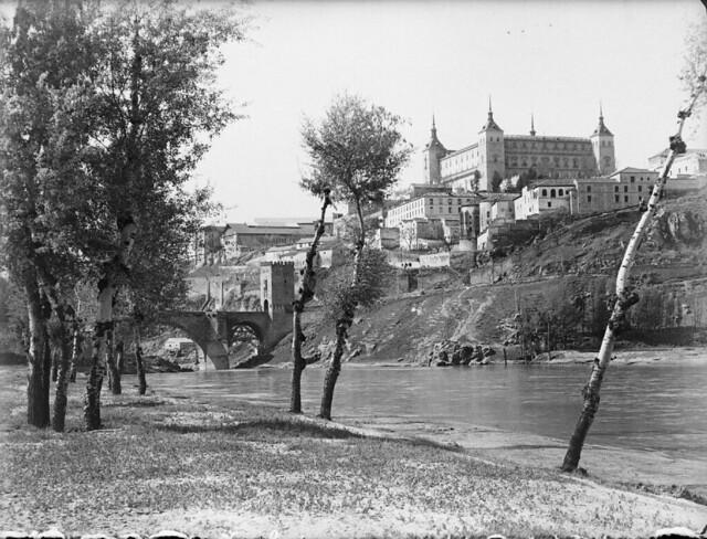 Vista de Toledo desde la playa de Safont en los años 20. Detalle de una Fotografía de Otto Wünderlich. © Fototeca del Patrimonio Histórico