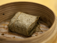 糯米雞 Chicken rice dumpling wrapped in lotus l…