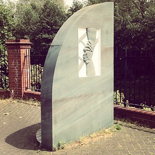 Immagine di Clapham Rail Disaster Memorial. square squareformat brannan iphoneography instagramapp uploaded:by=instagram foursquare:venue=4be57652910020a1def5d214
