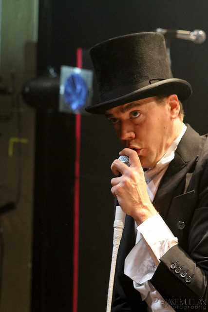 The Hives - Howlin' Pelle Almqvist