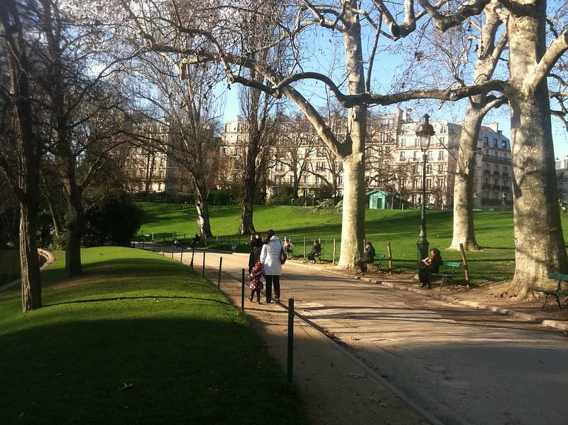 Parc des Buttes-Chaumont path