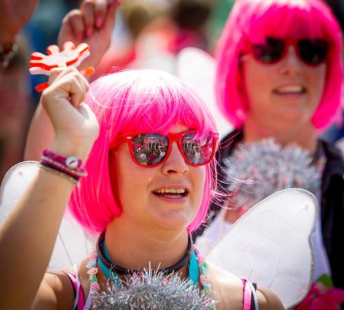Roze pruiken bij de Nijmeegse Vierdaagse