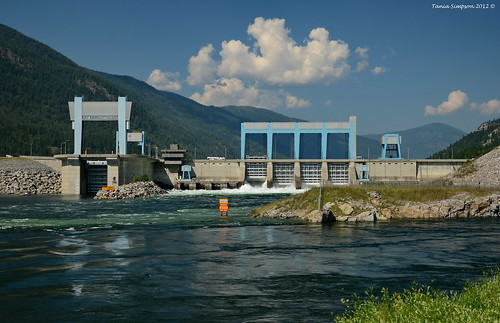 hughkeenlaysidedam columbiariver castlegar kootneyregion bc britishcolumbia canada dam water flow river mountains grass trees landscape clouds nature architecture spillway