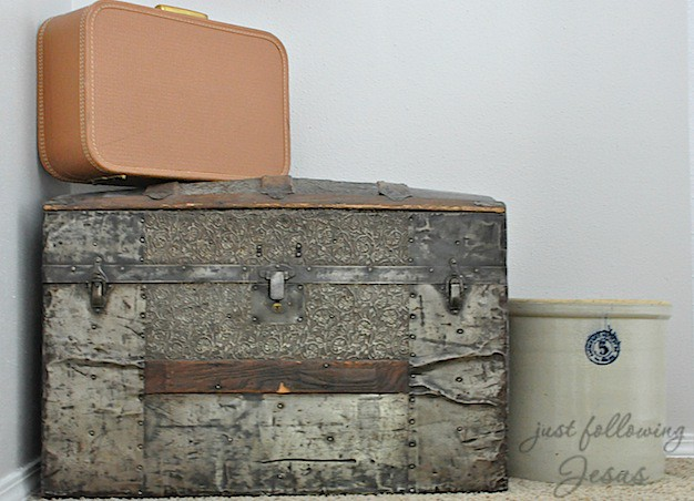antique trunk 2.jpg