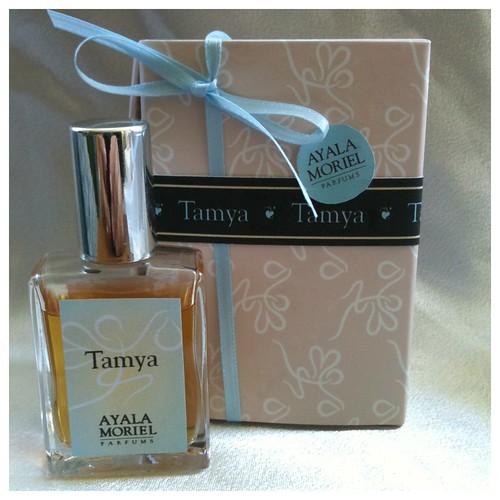Signature Collection - Tamya packaging mockup