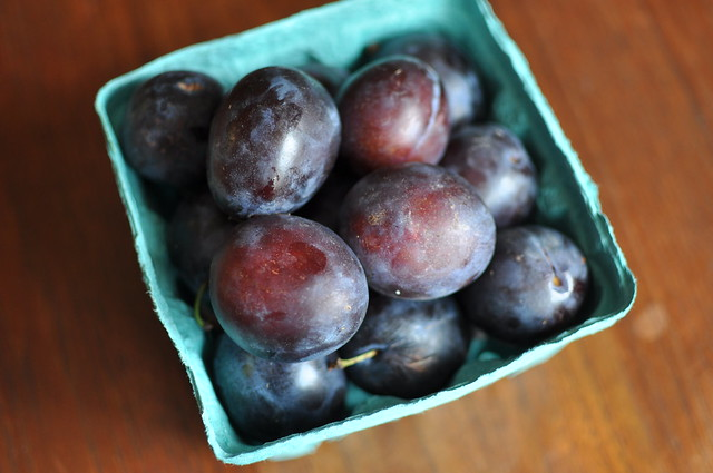 a quart of Italian plums