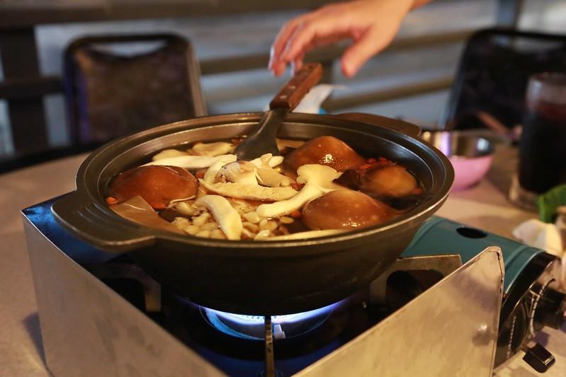 下鍋煮香菇了