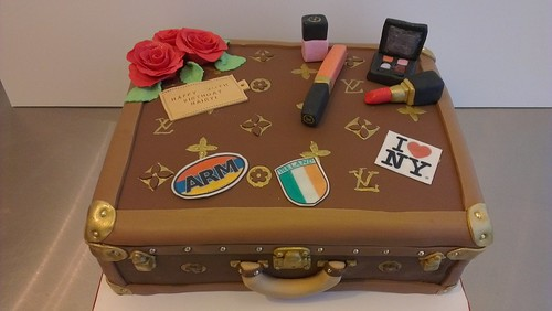 Personalized LV suitcase trunk by CAKE Amsterdam - Cakes by ZOBOT